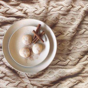 Knit beige fabric – 50/70 cm vinyl backdrop